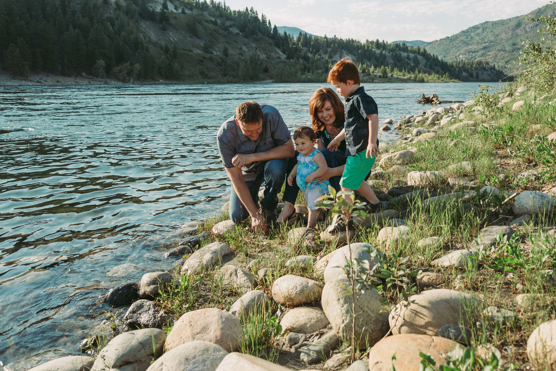 Beaver Creek Provincial Park Family Photography